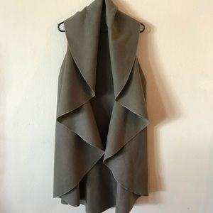 Beautiful long sleeveless duster jacket!